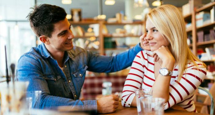 come si fa a sapere se un uomo è innamorato perché cerca di farti ridere